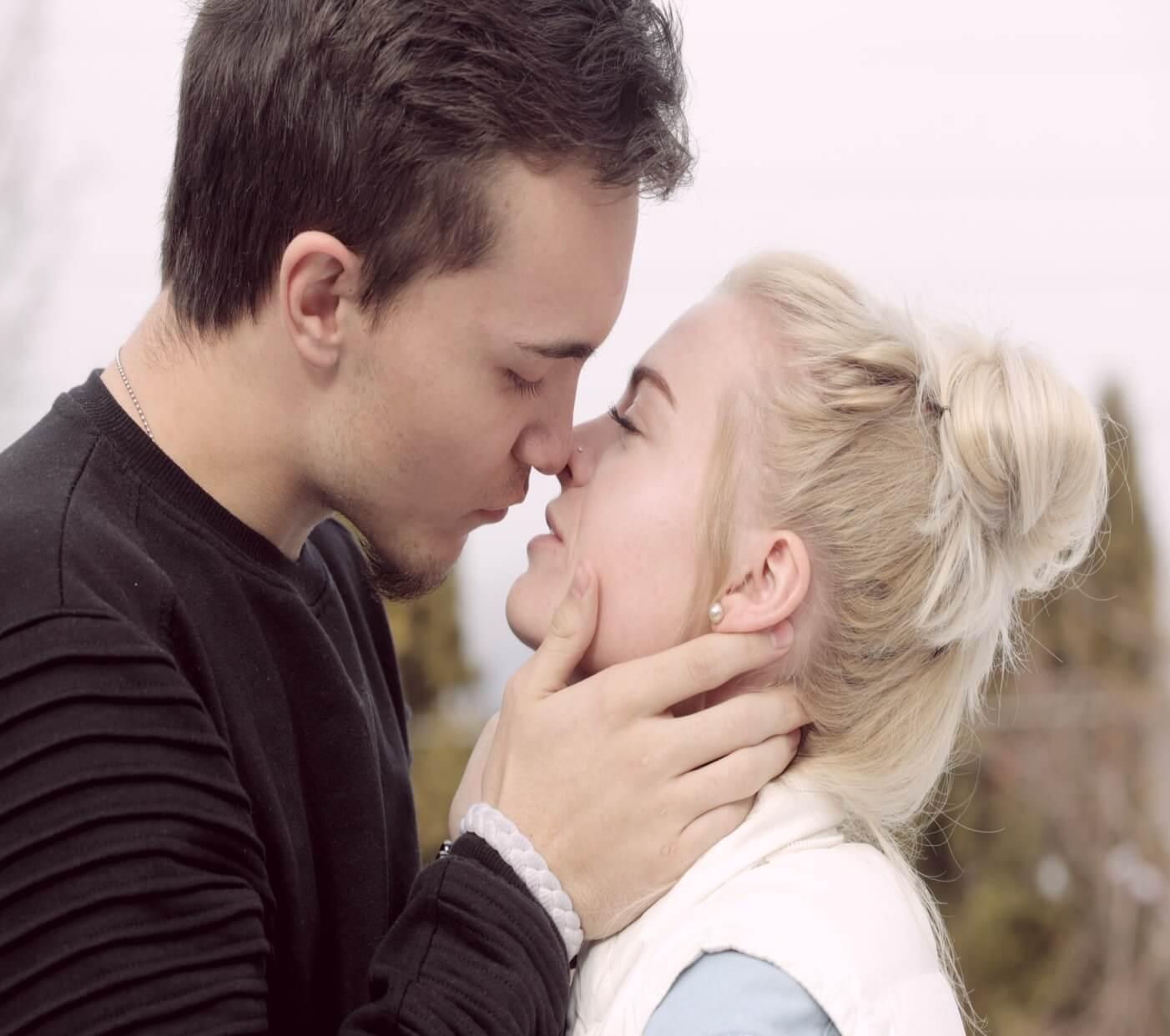 tips-keep-relationships-alive-kissing