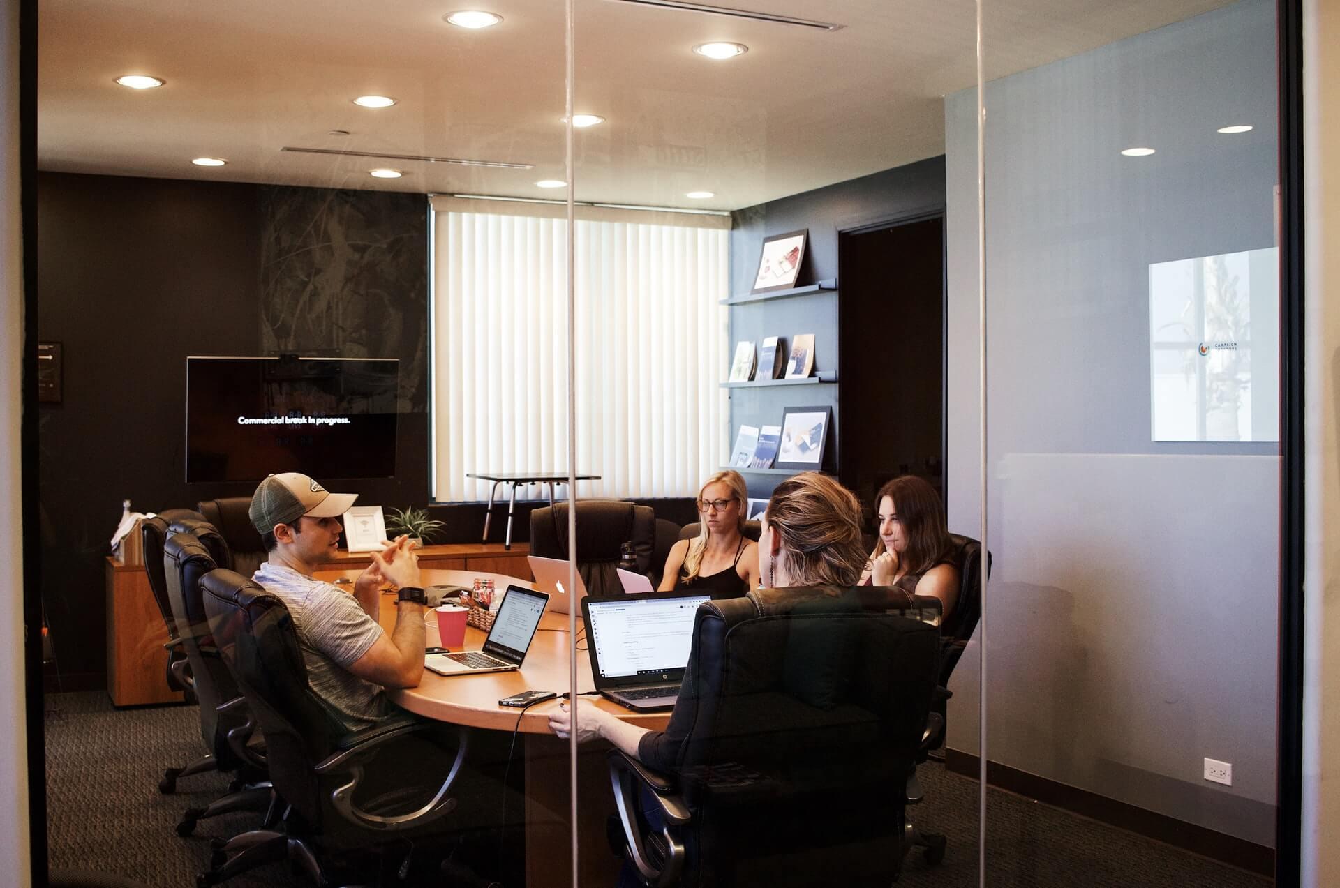 advantages-teamwork-brainstorming-meeting-conference-room